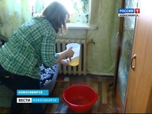 Многодетная семья из Новосибирска в отчаянии: дети спят под потоками воды из прохудившейся крыши